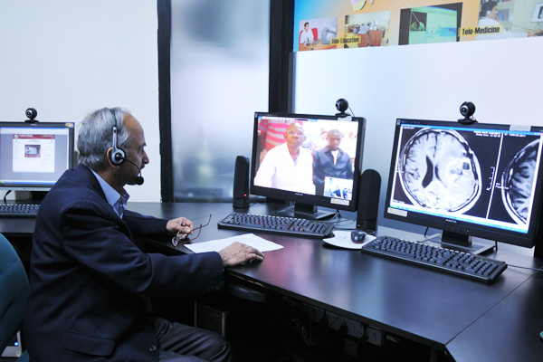Tele-consultation - Diagnosis through virtual world